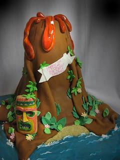 Volcano Tiki Cake med
