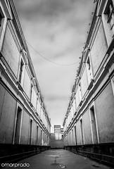 Quintas de Lima (Bho Fotografia) Tags: blackandwhite blancoynegro peru calle lima streetphotography cielo perspectiva soledad pasillo quintas streetpassionaward