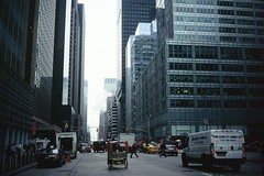 Pouss-Pouss. (Julien Prnat) Tags: street city nyc newyorkcity sky usa ny newyork architecture us manhattan 135 gotham paysage argentic