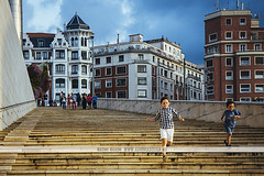Bilbao, Spain (Naomi Rahim (thanks for 2 million hits)) Tags: bilbao spain espaa basque basquecountry 2016 travel travelphotography nikon nikond7200 city street streetphotography wanderlust urban kids running guggenheim museum gallery steps buildings architecture