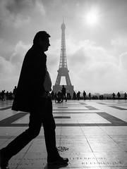 Tte  tte avec la Dame de Fer (i.courmont) Tags: architecture bw blackwhite candid france iledefrance nb noiretblanc paris photoderue streetphoto streetphotography tour eiffel