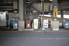 IMG_9644 (Dimitri SoyFeliz) Tags: japan shinjukuku shinjuku tokyo canon eosm eos 22mm 22mmf2 minimal minimalism minimalist newtopographics desolate outdoors hiragana