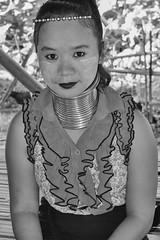 Padaung - Chiang Rai, Tailandia (Cuernavaca, Morelos Mexico) Tags: padaung byn baw nikon d5300 black white portrait retrato girl women thailand asia chiang rai mujer cuello tribu etnia long neck