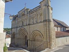 DSCF099 glise Saint-Jacques d'Aubeterre-sur-Dronne (Charente) (Thomas The Baguette) Tags: aubeterresurdronne charente france monolith cave church tympanum glise glisenotredame saintjacques caminodesantiago sexyguy chateau cloister minimes mithra mithras cult