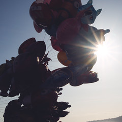 IMGP0564 (maurizio siani) Tags: napoli naples italia italy pentax k70 novembre autunno 2016 18135 18135mm lungomare caracciolo pallone palloncini cielo sky sole sun raggi mattina giornata colore colorato pupazzo cartone animato felicità allegria bambini gioco giocare volo volare fly leggerezza leggero light