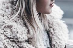 5 formas de llevar los abrigos de peluche en diciembre (revistaeducacionvirtual) Tags: abrigos blogueras estilo invierno moda must otoño tendencia textura