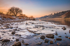 An der Elbe (Bilderweise Hobbyfotografie) Tags: eis ice elbe dresden kalt cold fluss water sky colorful elbflorenz sachsen saxony germany