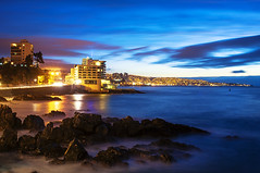 智利 - Sheraton Miramar Hotel - Viña del Mar - Chile (urbaguilera) Tags: ocean chile city blue light sea streets color beach water azul composition marina photoshop landscape hotel mar avenida twilight nikon rocks long exposure waves waterfront viña pacific daniel horizon trails ciudad software hour hora nik sheraton 城市 seashore 夜景 山 valparaíso miramar 日落 建築 aguilera anochecer 天空 水 viñadelmar 海邊 燈 石頭 cs6 南美洲 智利 曝光 d5000 urbaguilera