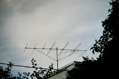 Very common old style TV antenna (theslowlane) Tags: 2002 radio pullman