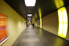 Couloir - Gare de Lausanne (AndreP11) Tags: gare lausanne passage couloir