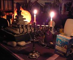 Hanukkah beginnt (5774) (AnnAbulf) Tags: brunnen fontana kerzen fvg wohnzimmer judaica hanukkah chanukkah candele gorizia hanukkiah salotto leuchter kerzenleuchter candelabro friuliveneziagiulia 5774  grz abigfave anawesomeshot chanukkiah friauljulischvenetien hanukk chanukk hanukki chanukki