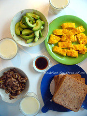 Breakfast for three of us (11楼朝北) Tags: food chinesefood homemade 自己做 随便做 简单吃 家里吃