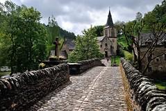Belcastel, Aveyron, Midi-Pyrénées (lyli12) Tags: nikon village pont paysage église croix aveyron midipyrénées lesplusbeauxvillagesdefrance