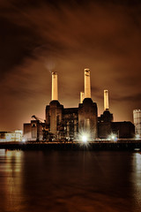 Battersea Power Station (The Pinged Hobbit) Tags: longexposure london thames night river battersea batterseapowerstation thepingedhobbit andydavenport