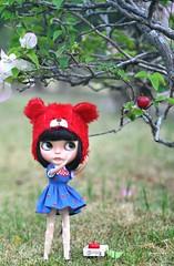 Help me? I want that big juicy apple!*Onni**