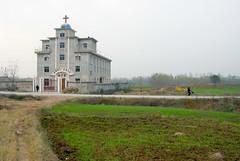 Grootste kerk (Frans Schellekens) Tags: china church countryside cross religion churches kerk gebouw anhui kruis platteland religie agricultre kerken