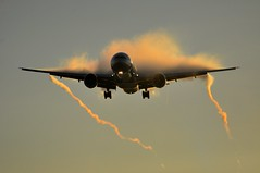 [07:50] AA0050 DFW-LHR (A380spotter) Tags: publishedwork credited printmagazine airways arrivingshot issueno221 july2014 wake shockwave condensation moisture water vapour vortex trail approach landing arrival finals shortfinals boeing 777 300er 773 n719an ship7lc americanairlines aal aa aa0050 dfwlhr anewamerican futurebrand runway27l 27l london heathrow egll lhr