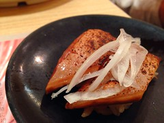 Salmon with soy sauce from itacho sushi in bugis junction (Rachel Toh) Tags: food sushi salmon itacho