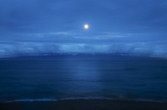 Moonlight at deep end of the ocean (HOWLD) Tags: ocean longexposure canon hawaii maui moonlight deepend kaanapalibeach canonef2470mmf28liiusm canoneos5dmarkiii astonkaanapalishores