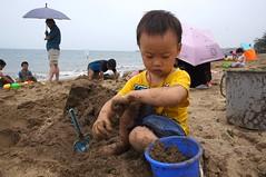 DSC00974 (小賴賴的相簿) Tags: ocean summer beach kids children sony taiwan 台灣 家庭 小孩 夏天 親子 玩水 孩子 游泳 淺水灣 海灘 兒童 a55 slta55v anlong77 小賴賴