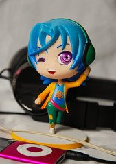 MCL Alexy : Music Powa ! (Dave/Skrmsli) Tags: blue music love hair ipod candy amour armin earphone figurine figurin alexy sucr my as castiel lysandre