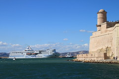 remorquage    ...pilotage au port (Jeanne Menj) Tags: remorquage ferry pilotage bateau marseille algeriaferries