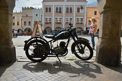 D71_6994A (vkalivoda) Tags: vetern vintage motorbike tel square nmst msto city unesco town moravia vehicle