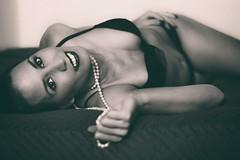 Laura (www.beagalvan.com) Tags: retratoestudio retratosconiluminacion retratos mujer bella blancoynegro monocromo perlas