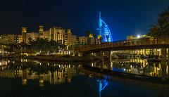 Burj Al-Araba desde Madinat Jumeirah (iurbi) Tags: burj al arab madinat jumeirah dubai emiratos arabaes unidos noche reflejos
