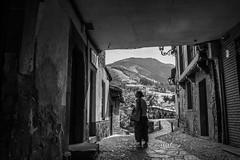 Woman in Potes (Frank Talamini) Tags: potes cantabria picosdeeuropa spain north mountains