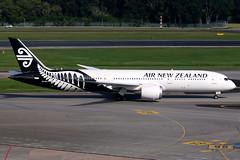 Air New Zealand | Boeing 787-9 | ZK-NZG | Singapore Changi (Dennis HKG) Tags: airnewzealand newzealand anz nz boeing 787 7879 dreamliner boeing787 boeing7879 aircraft airplane airport plane planespotting singapore changi wsss sin canon 7d 100400 zknzg staralliance