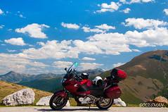 MIRADOR DEL OSO (DOCESMAN) Tags: moto bike motor motorcycle motorrad motorcykel moottoripyörä motorkerékpár motocykel mototsikl honda nt700v ntv700 deauville docesman danidoces asturias cantabria españa spain mirador nubes paisaje landscape