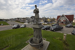 161019-8047-Statue (Sterne Slaven) Tags: massachusetts plymouth marblehead capecod marthasvineyard edgartown oakbluffs vineyardhaven salem lynn turkeyvulture seawall tide waves seaweed historic october sailboats lighthouse hightide lowtide wildturkeys offseason canoe sunset fisherman seagulls gulls nakedwoman lensbaby katamabeach lucyvincentbeach gayhead chappaquiddick lagoon bramble whalingchurch seacreature cemetery plimothplantation roosters spiderwebs oldburialhill pilgrims clamdiggers sanddunes barnstable taunton sexynude sunhalo fullmoon sterneslaven water fountain 1600s wampanoag mayflower pelt harbor chathamma seals ocean atlanticocean coastal newengland actors
