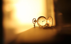 (omnscnt) Tags: light sunset clock canon 50mm dof time watch goldenhour pocketwatch taschenuhr