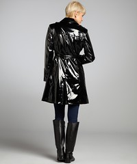 100.26.59.6 (betrenchcoated) Tags: woman beautiful shiny trenchcoat beautifulgirl wetlook buttoned regenmantel doublebreasted lackmantel patentcoat