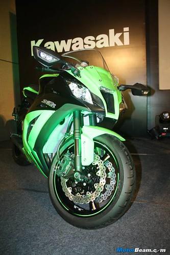 Kawasaki-Ninja-ZX-10R-07
