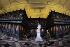 Oxford College Library (aha42   tehaha) Tags: samyangae8mm135asphericalifmcfisheyecs nikond7000 nikoncapturenx2 colorefexpro30 man scholar library oxford uk statue books stick tobox