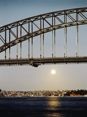 Harbour Bridge - Vivid Lights 2013 (Felipe Neves) Tags: dusk sydney operahouse harbourbridge kodakportra160vc portra160vc mamiya645protl hugemoon