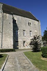 Crpy-en-Valois, chteau et chapelle St-Aubin (Ytierny) Tags: france vertical architecture construction pierre fortification mur chteau btiment chapelle faade picardie valois dfense edifice alle oise staubin crpyenvalois crpinois ytierny