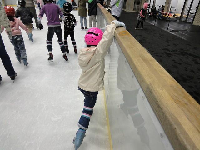 初めて氷の上へ|日本ガイシスポーツプラザ ガイシアリーナ