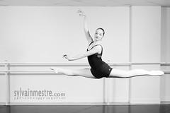 Grand Jet (SylvainMestre) Tags: bw ballet dance danse nb pcb classique cyr cyrielle grandjet petitconservatoiredebron wwwsylvainmestrecom