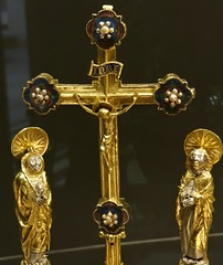 Victoria and Albert Museum, London (Sheepdog Rex) Tags: albert crosses victoria medieval renaissance reliquaries
