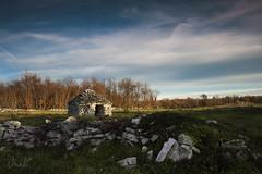 Kažun (Robert Marić) Tags: sky house rock stone europe village side country meadow croatia istria istra istrian histri komarde kažuni bunje hiške cemeri