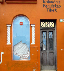 (silwittmann) Tags: door brazil orange window brasil facade curitiba pr parana fachada decayed formerasianrestaurant silwittmann fachadasconencanto2dconcurso37