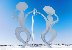 United in Celebration sculpture in Yellowknife's Somba K'e Park (Vincent Demers - vincentphoto.com) Tags: voyage city trip travel blue winter sky sculpture snow canada cold art outdoors hiver north nwt arctic bleu northamerica nordic neige northwestterritories extrieur parc froid nord yellowknife travelphotography northof60 framelake amriquedunord photographiedevoyage northofcanada territoiresdunordouest nordducanada sombakepark