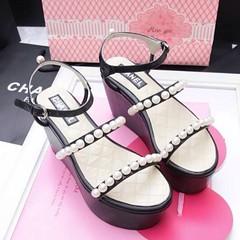ราคา 890**ฟรี ems รุ่นนี้lสวยมากกก ขายดีค่ะ  Chanel   รองเท้าส้นตึก รุ่นมุกมาอีกรอบแล้วจ้า (รีบจองก่อนหมดนะคะ) สายรัดข้อปรับระดับได้ คาดมุก 2แถวเรียงสวย เป็นงานเย็บมุกกับหนังรองเท้า (ไม่ใช่งานติดกาว) งานสวยมากค่ะ (งานไม่ปั้มแบรนด์ค่ะ) ส้นสูง 8 ซม. เสริมหน