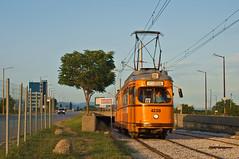Im letzten Sonnenlicht verlsst Dwag-Sechsachser 4238 die Tunnelschleife am stlichen Ende der Normalspurlinie 22 (Frederik Buchleitner) Tags: 238 4238 bonn bulgaria bulgarien blgariya duewag dwag gt6 linie22 swb sechsachser sofia stadtwerkebonn stolitschenelektrotransportag strasenbahn streetcar tram trambahn tramvai     sofiacity blgariya dwag straenbahn tramvai