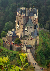 Burg Eltz (Günter Hickstein) Tags: burgeltz burg castle fortress festung schlos building vintage urlaub vacation uelzen günterhickstein