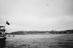 Karaky (A.Oscar) Tags: contax139 film analog argentique kodak 28mm turkey turquie istanbul bosphore boat goldenhorn sky ciel mouette seagull flag paysage topkapi karaky