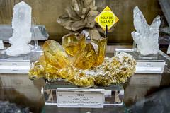 Mineral de Yeso (macias en cola de golondrina) (ipomar47) Tags: museo geominero madrid espaa spain pentax k3ii yeso mineral